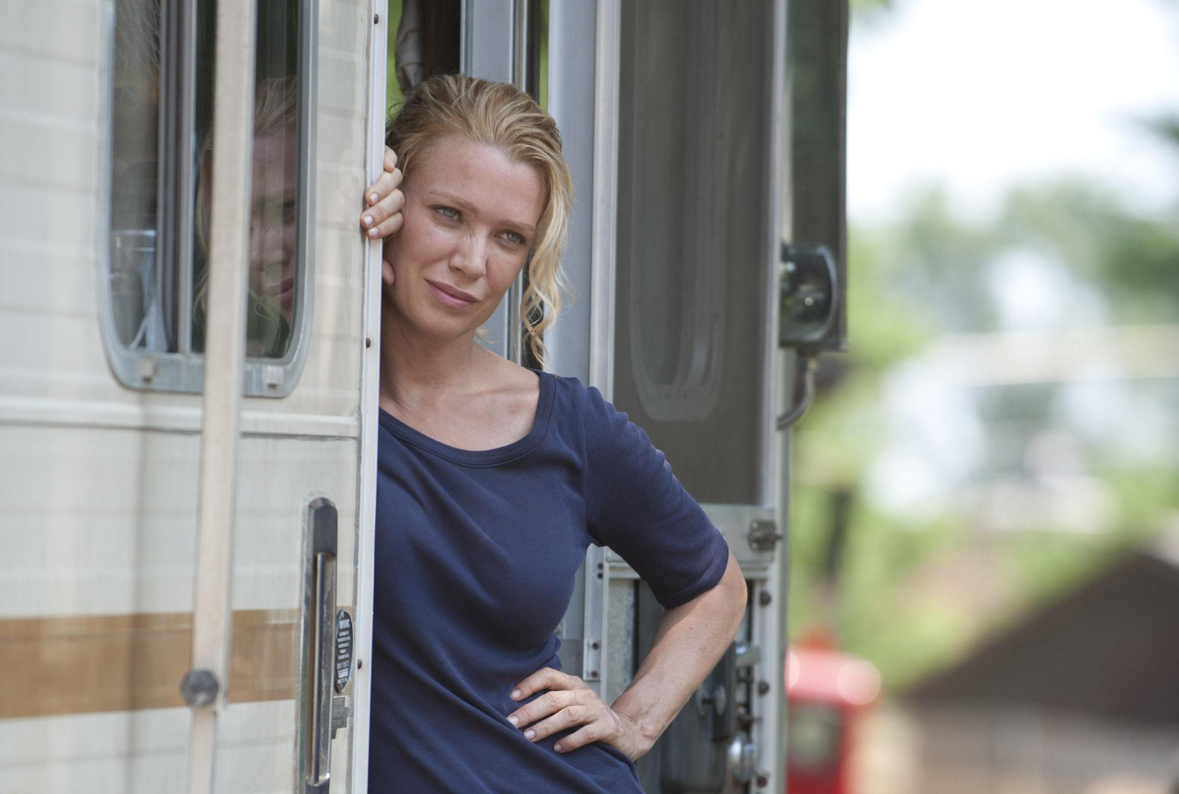 Laurie Holden, Andrea em The Walking Dead, fala de cenas de sexo, lingeries e fãs furiosos