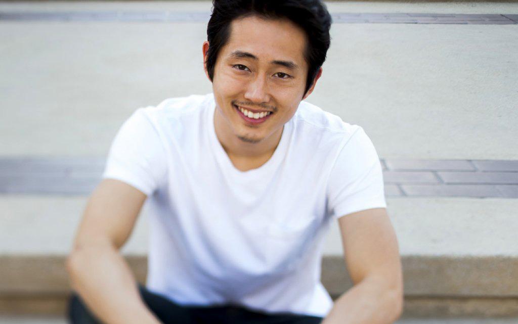 Steven Yeun, Glenn em The Walking Dead, relaciona o medo do apocalipse à popularidade da série