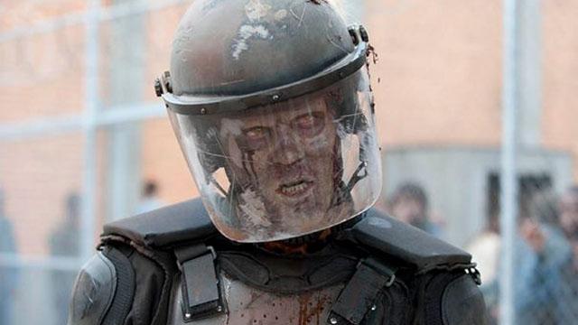 012 - riot-gear-zombie_the_walking_dead
