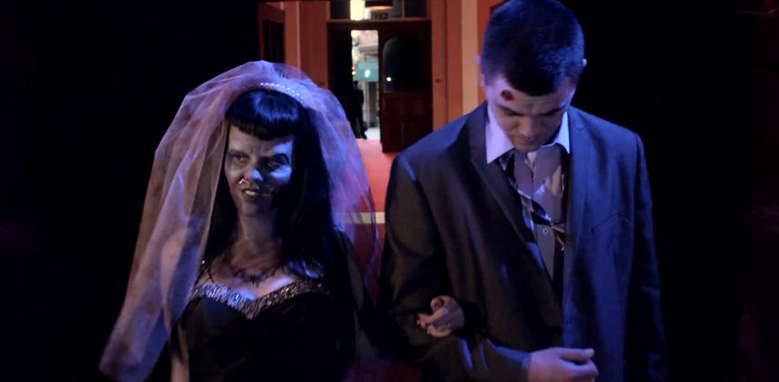 Casal realiza matrimônio com temática zumbi