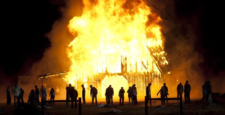 the-walking-dead-s02e13-beside-the-dying-fire