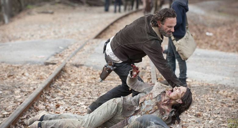 "Por dentro de The Walking Dead: Elenco e produtores comentam o episódio S04E16 – ""A"""