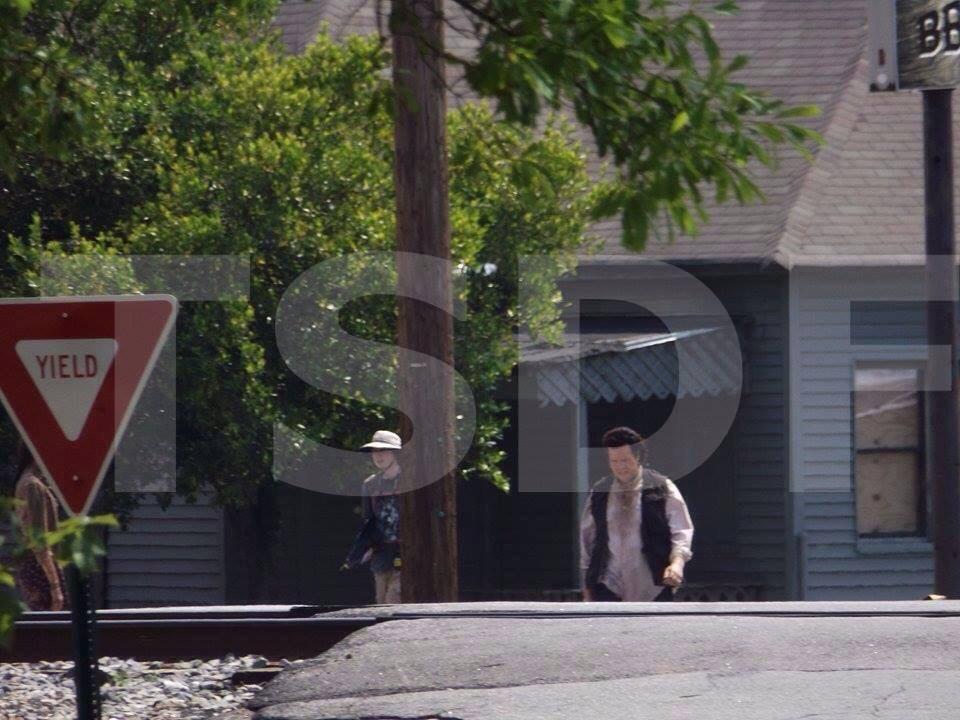 Eugene-Easy-Shop-The-Walking-Dead-5-Temporada-Set-004
