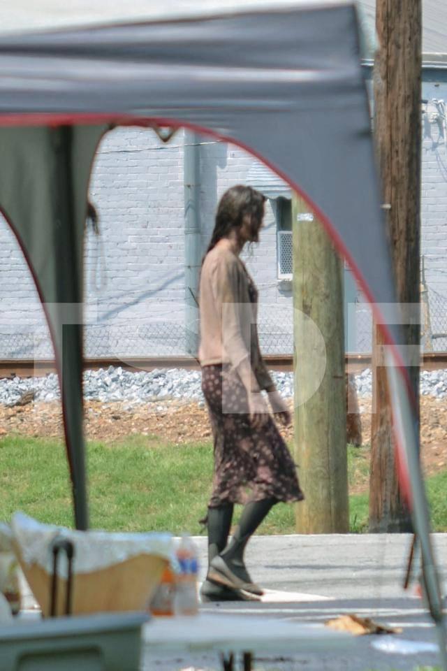 Steven-Lauren-Josh-Christian-Easy-Shop-The-Walking-Dead-007