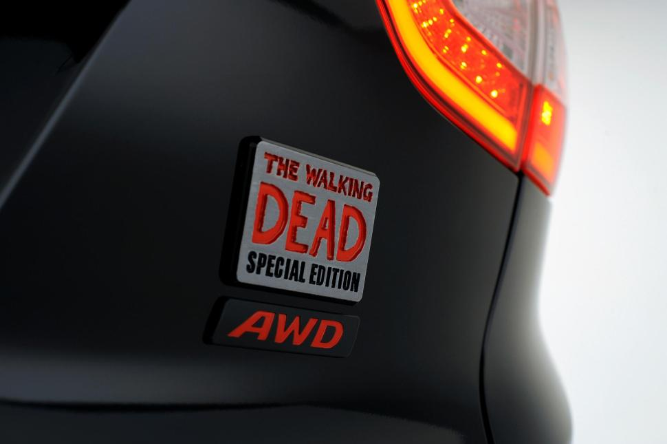 2014-hyundai-tucson-walking-dead-edition-badge