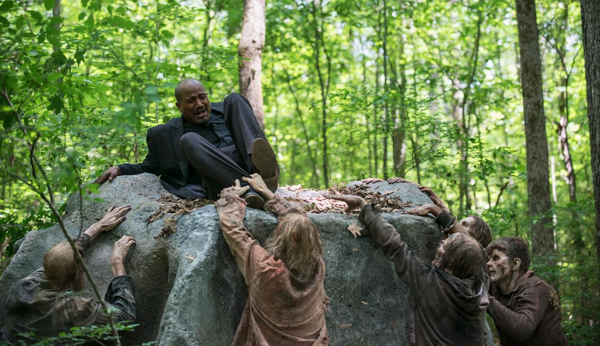 Padre-Gabriel-Walkers-The-Walking-Dead