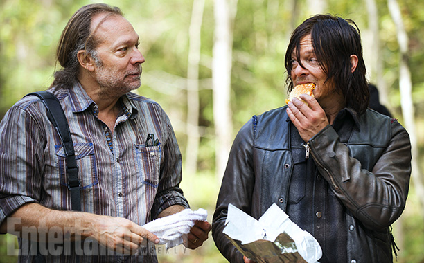 norman-reedus-the-walking-dead-5-temporada-set-005