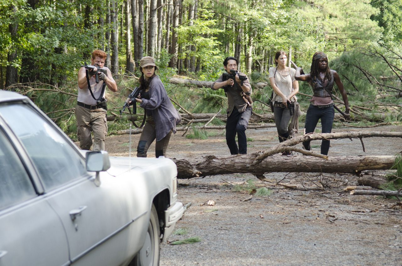the-walking-dead-the-distance-001