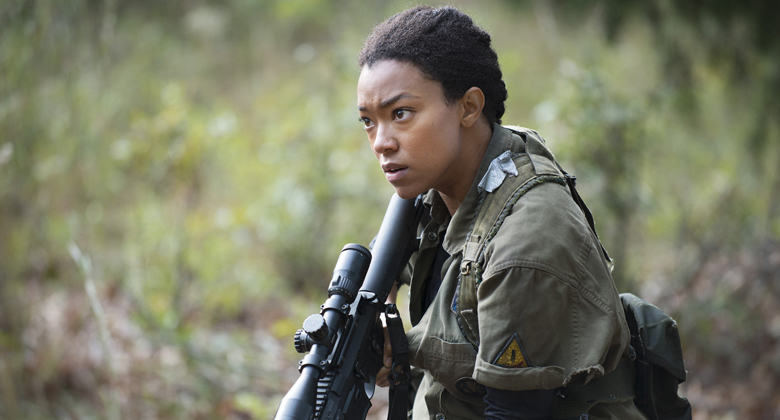 Sonequa Martin-Green fala que Sasha é viciada em matar zumbis por vingança