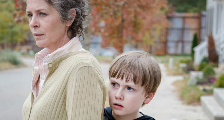 Gale Anne Hurd conta como o enredo de abuso de Carol em The Walking Dead pode