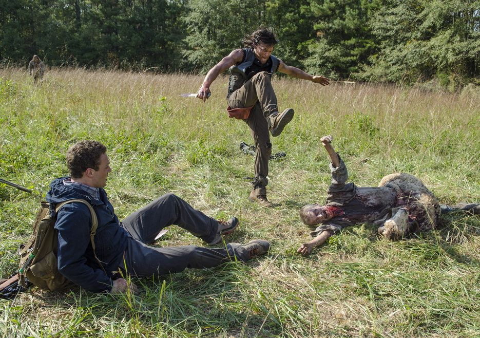 the-walking-dead-s05e13-spend-norman-reedus-daryl-bastidores-001