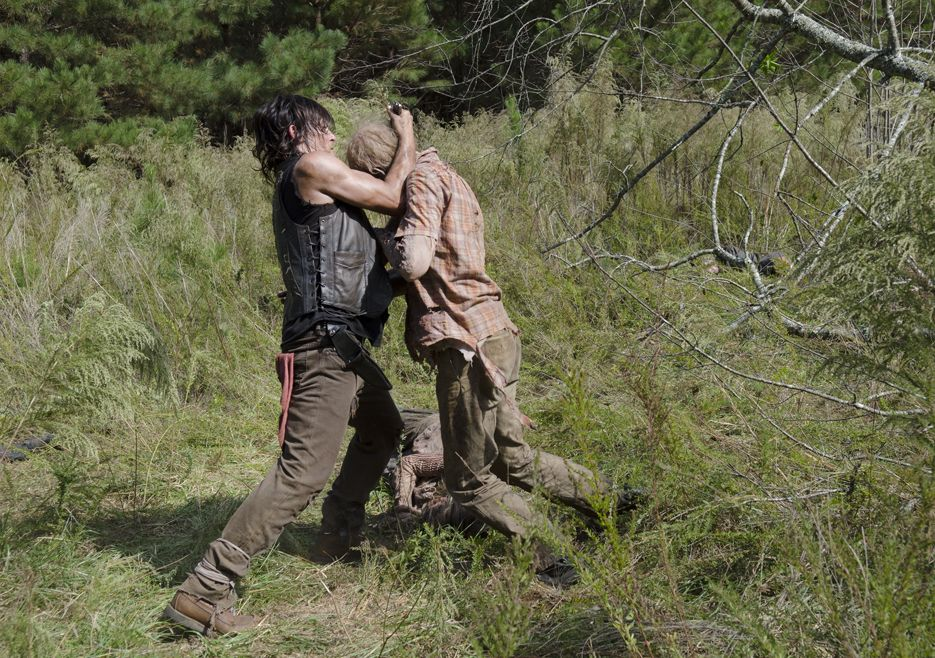 the-walking-dead-s05e13-spend-norman-reedus-daryl-bastidores-003