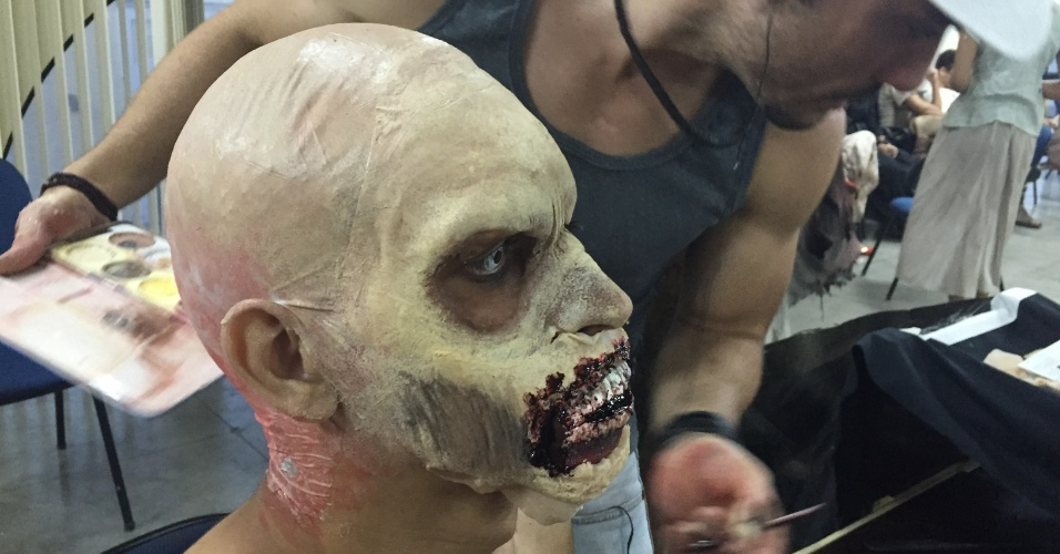 zumbis-the-walking-dead-metro-de-fortaleza-pegadinha-003