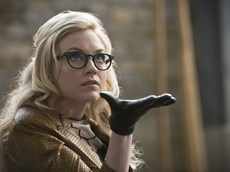 Emily-Kinney-The-Flash-Bug-Eyed-Bandit-Brie-Larvan-002