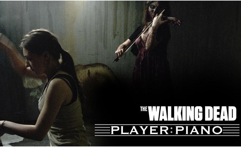 Tema de The Walking Dead tocado por pianista acompanhada de violinista zumbi