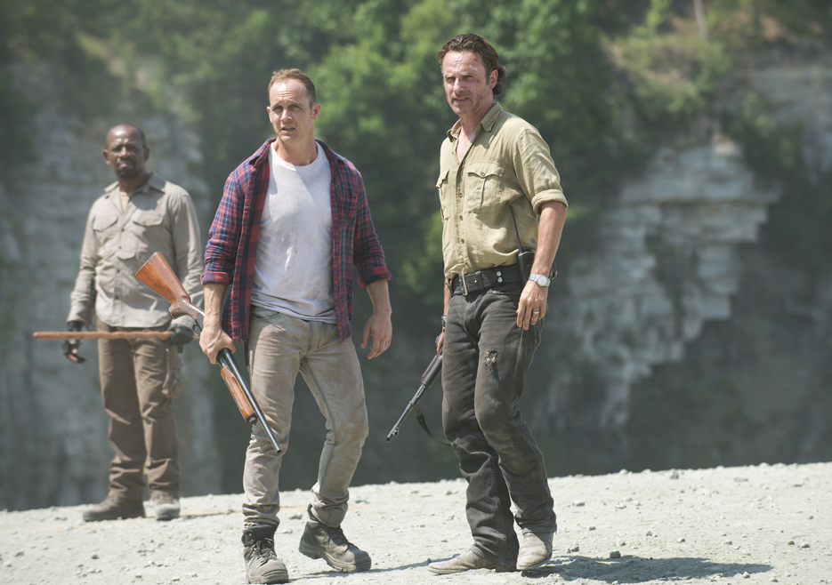 the-walking-dead-season-6-first-look-morgan-james-rick-lincoln-935