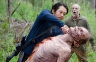 Greg Nicotero comenta sobre a primeira vez que Glenn teve que matar e a ameaça dos Salvadores