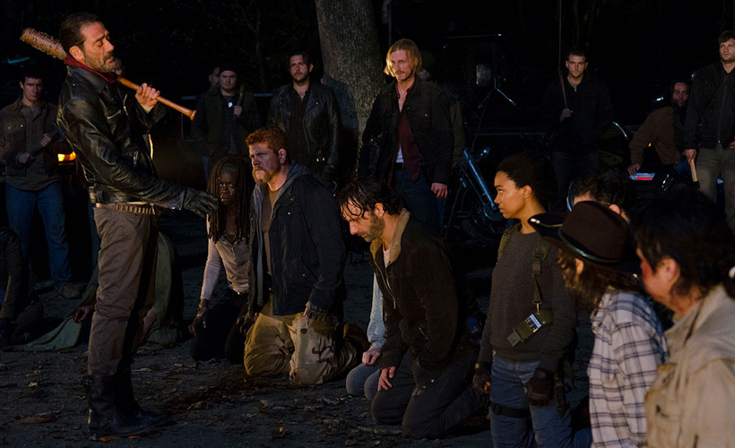 Elenco e produtores de The Walking Dead contam por que você amará odiar Negan