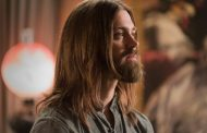 Promovendo a 7ª temporada de The Walking Dead: Entrevista com Tom Payne