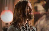 Promovendo a 7ª temporada de The Walking Dead: Entrevista com Tom Payne
