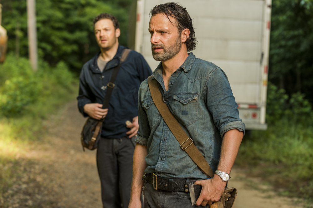 the-walking-dead-s07e07-sing-me-a-song-review-001