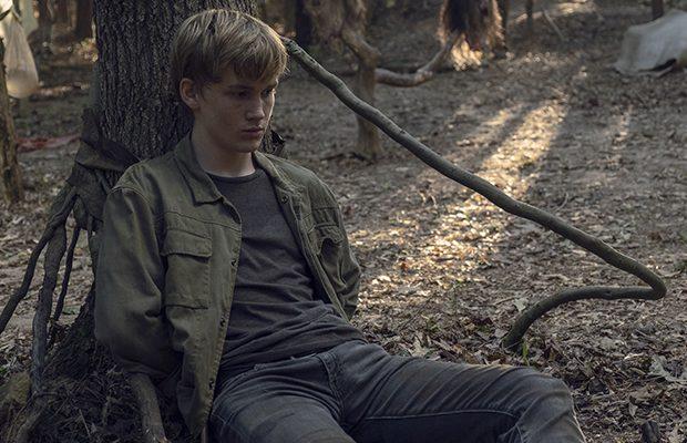 Imagem de Henry amarrado no acampamento dos Sussurradores ilustra o post de audiência de Guardians.