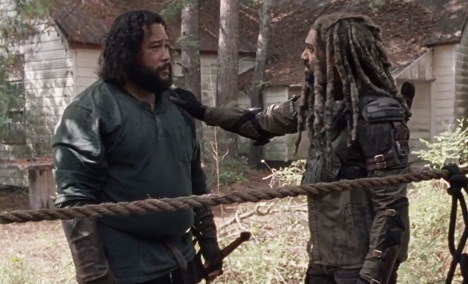 Jerry e Ezekiel reunidos em cena do episódio 14 da 10ª temporada de The Walking Dead