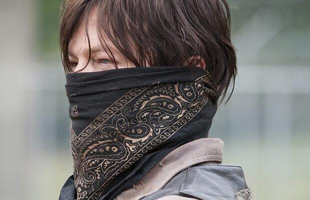 daryl dixon usando máscara em um episódio da 4ª temporada de the walking dead