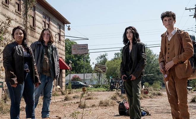 Iris, Hope, Elton e Silas em imagem promocional da 1ª temporada de TWD World Beyond