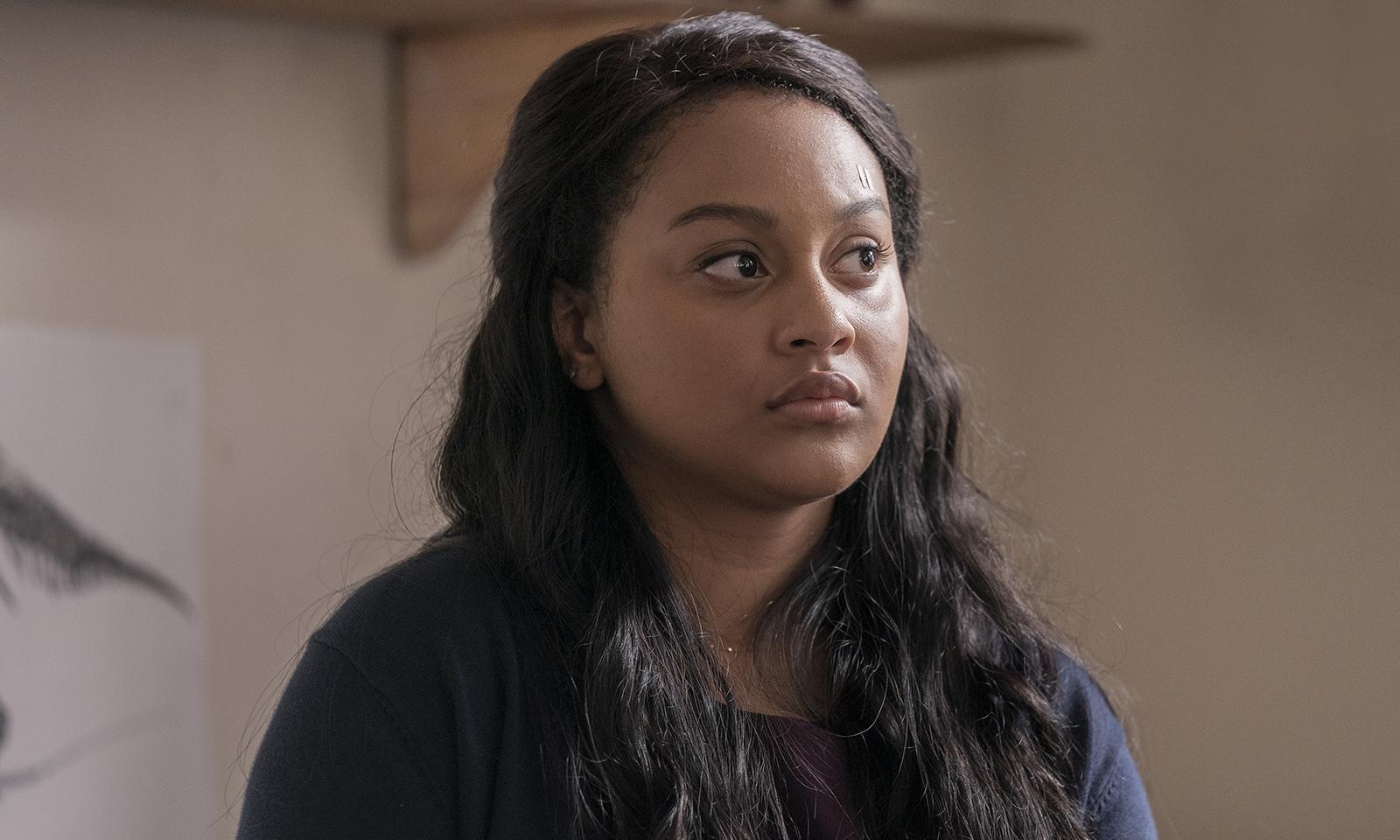 Aliyah Royale como Iris Bennett em imagem do primeiro episódio da 1ª temporada de The Walking Dead: World Beyond