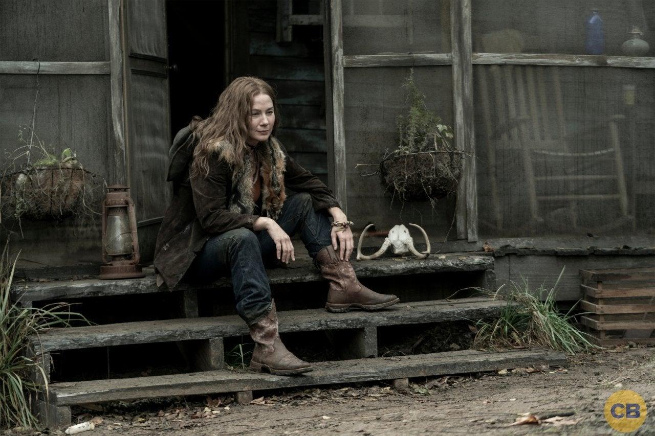 Leah - interpretada por Lynn Collins sentada em sua cabana em imagem promocional da 10ª temporada de The Walking Dead