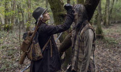 Maggie matando um zumbi com uma facada na cabeça em imagem dos episódios extras da 10ª temporada de The Walking Dead