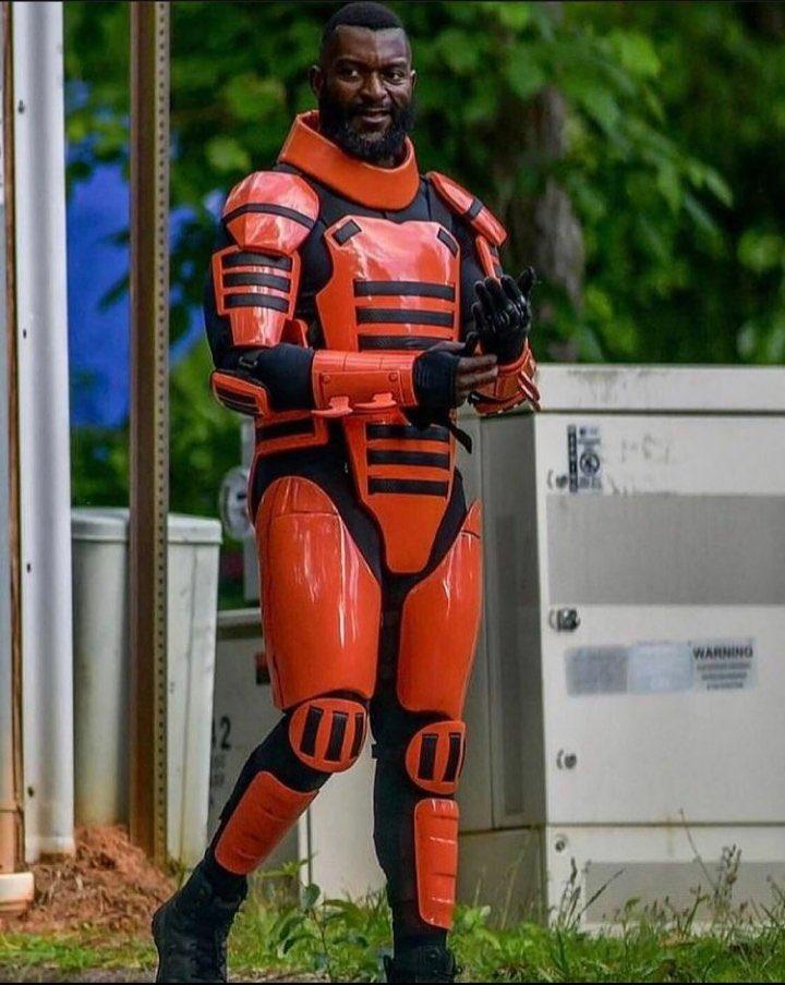 Michael James Shaw como Mercer no set da 11ª temporada de The Walking Dead