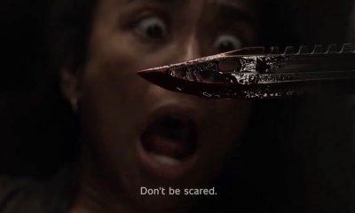 Connie assustada encarando uma faca com sangue na 11ª temporada de The Walking Dead