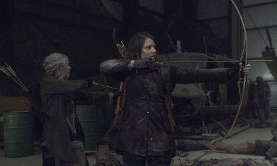Maggie e Carol atirando de arco e flechas no episódio 1 da 11ª temporada de The Walking Dead.