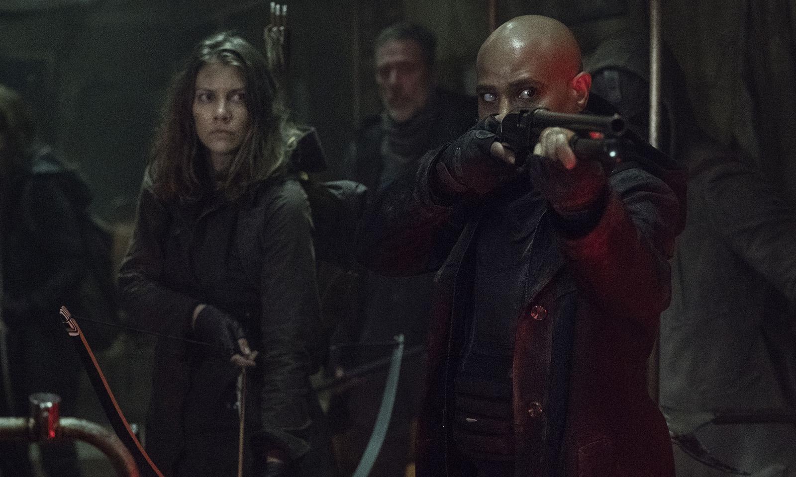 "Gabriel, Maggie e Negan preparados para matar walkers no episódio ""Acheron: Part II"" da 11ª temporada de The Walking Dead"