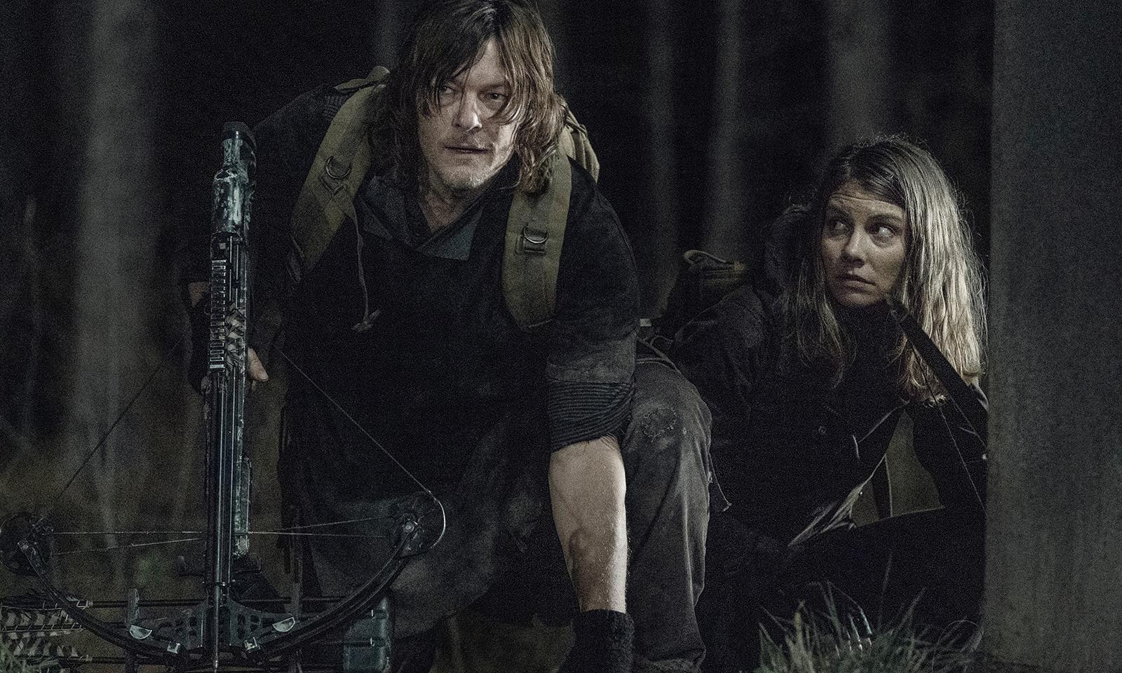 Daryl e Maggie escondidos na floresta no episódio 2 da 11ª temporada de The Walking Dead.
