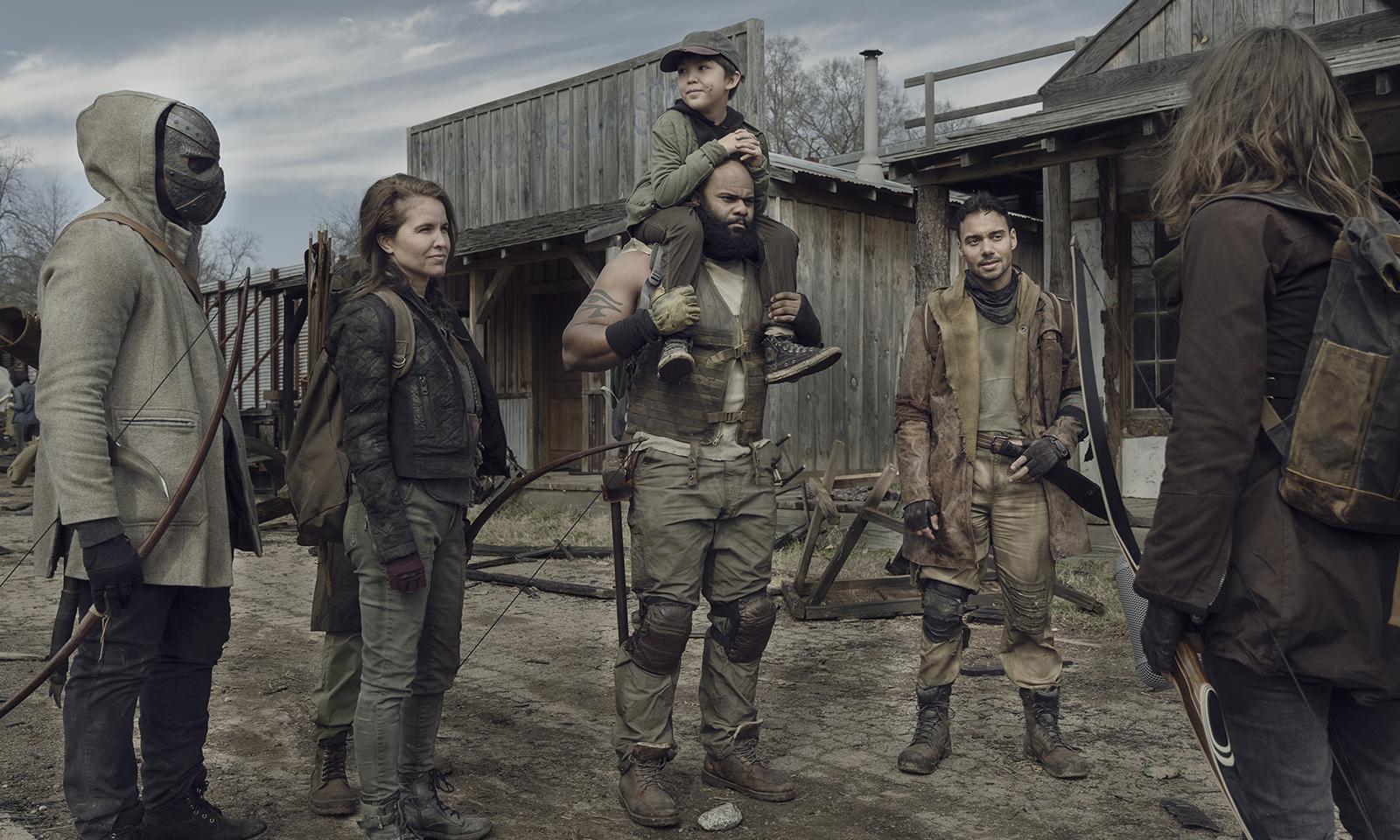 Maggie reencontrando Hershel e membros do seu grupo em Alexandria no episódio 1 da 11ª temporada de The Walking Dead.