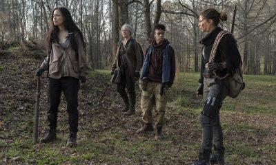 Rosita, Carol, Kelly e Magna na floresta em busca de cavalos no episódio 3 da 11ª temporada de The Walking Dead.