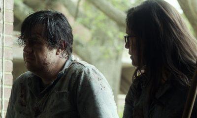 """Eugene e """"Stephanie"""" conversando após limparem um local de walkers no episódio 7 da 11ª temporada de The Walking Dead."""