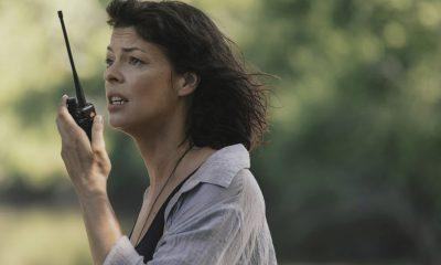 Jadis/Anne falando ao walkie talkie na 9ª temporada de The Walking Dead