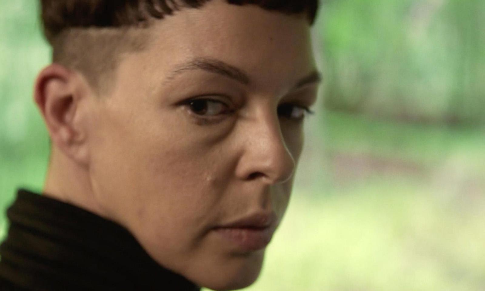 Jadis com um orlhar misterioso e um novo visual em imagem do trailer da 2ª temporada de TWD World Beyond.