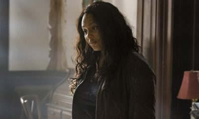 Iris reflexiva e conversando com Hope no episódio 9 da 1ª temporada de The Walking Dead: World Beyond.