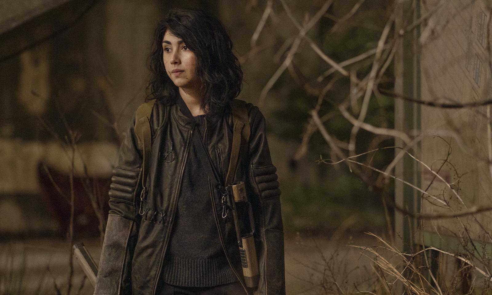 Hope suja de sangue no episódio 1 da 2ª temporada de The Walking Dead: World Beyond.