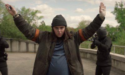 Silas com as mãos para cima enquanto é detido pelos soldados da CRM no episódio 5 da 2ª temporada de The Walking Dead: World Beyond.